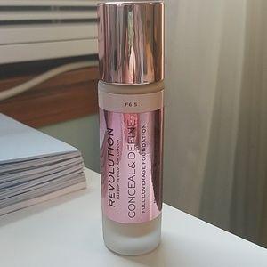 Makeup revolution 6.5 Conceal & Define Foundation